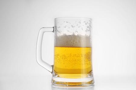 skoal: beer in mug close up