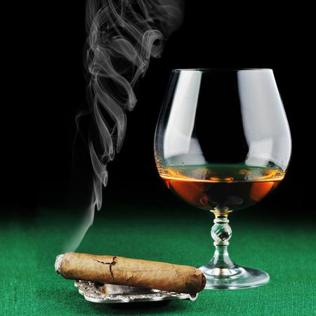 gambling counter: Cigar and drink on green close up