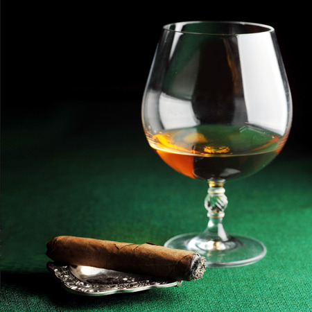 gambling counter: Cigar and drink on green close up