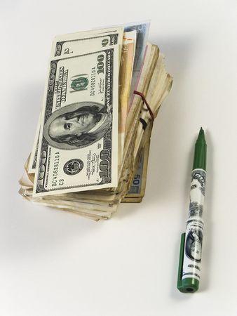 iniciativas: D�lares en dinero en d�lares y l�piz