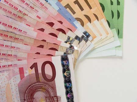 iniciativas: Documento de dinero en euros  Foto de archivo