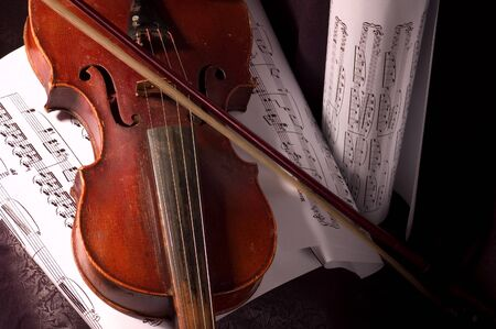tune: Old violin with composition of music notes