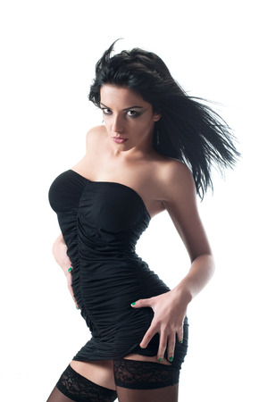 falda corta: Mujer atractiva en falda corta sobre blanco