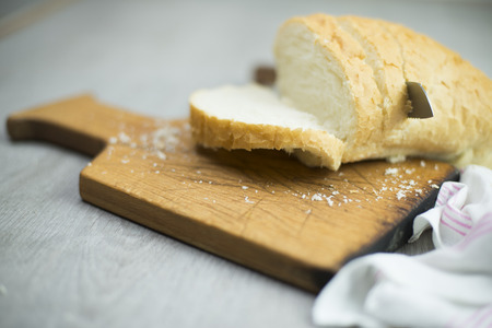 haggling: Slice of bread with knife on cutting board