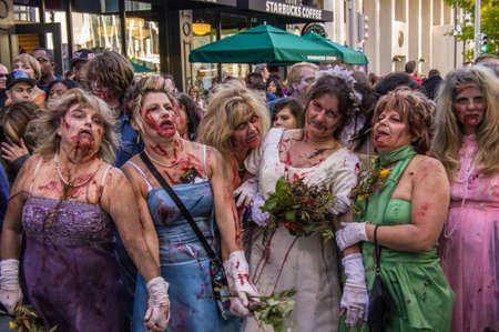 najechać: Zombie atakują 16. St. Mall w Denver, Colorado na 19 października 2013 Publikacyjne