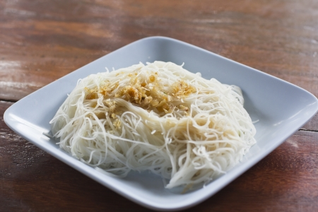 Thai rice noodle with garlic