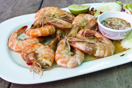 Grilled shrimp with Thai seafood sauce