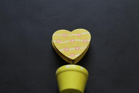 yellow heart tongs
