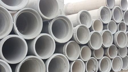 grandi tubi di cemento