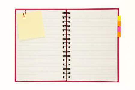 수첩: 흰색 배경에 고립 된 빨간 노트북