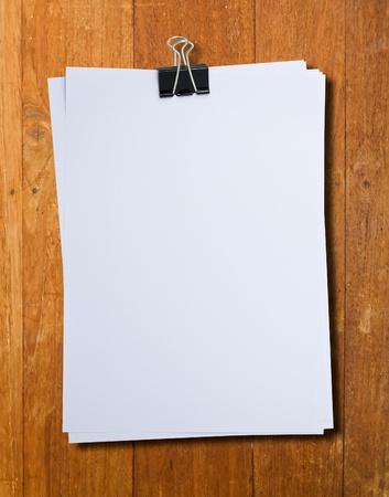 Clip Binder et pile de papier