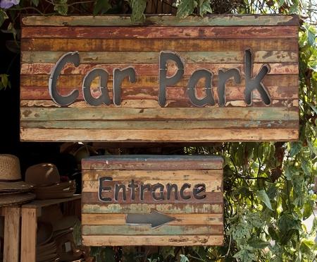 se�al parking: se�al de aparcamiento para madera