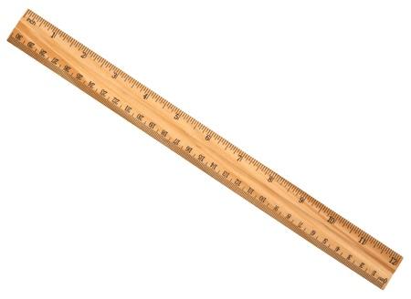 Une règle en bois isolé sur un fond blanc Banque d'images