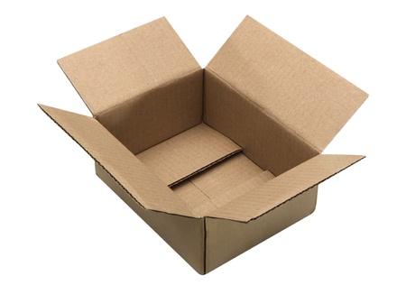 ouvert boîte en carton ondulé sur fond blanc