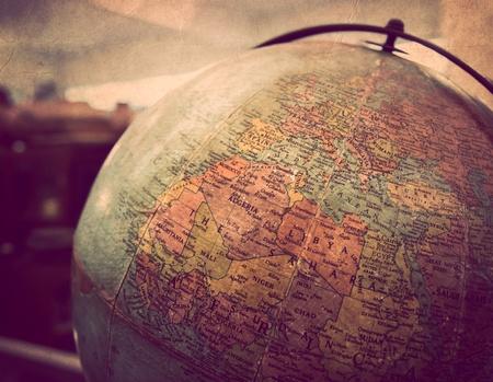 Gros plan du globe vintage dans dos léger