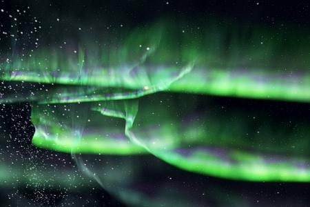 magnetosphere: bello il cielo con il verde aurora nella notte.