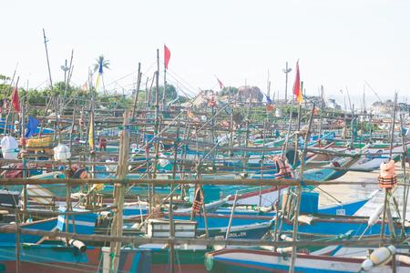 Sri Lanka, Asia, Dodanduwa - Several traditional longboats at the beach of Dodanduwa Standard-Bild - 97089616