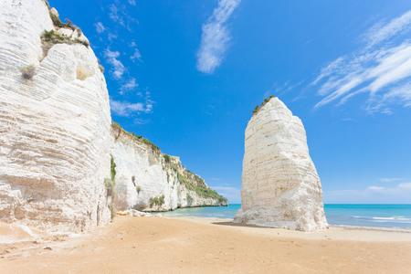 Vieste, Italy, Europe - Chalk cliffs at the beach of Vieste Standard-Bild - 101152833