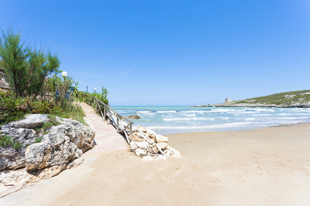 Lido Cala Lunga, Apulia, Italy - Hiking trail leading to the beach of Cala Lunga Standard-Bild - 101147600