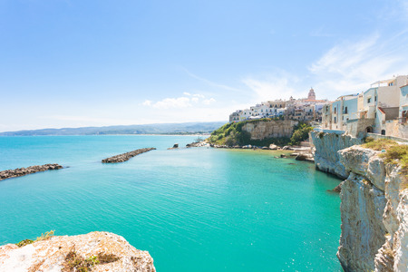 Vieste, Apulia, Italy - Turquoise water at the cliffs of the old town in Vieste Standard-Bild - 101064790