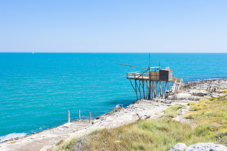 Vieste, Apulia, Italy - Traditional fishing trabucco at the beach of Vieste Standard-Bild - 101064791
