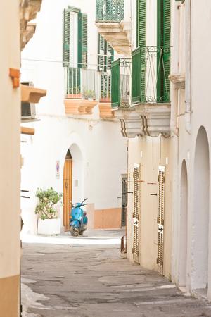 Gallipoli, Apulia, Italy - Lovely little balconies in a middle aged alleyway Standard-Bild - 101699099