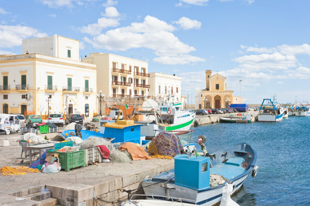 Gallipoli, Apulia, Italy - Fishing boats at the seaport of Gallipoli Standard-Bild - 101522893