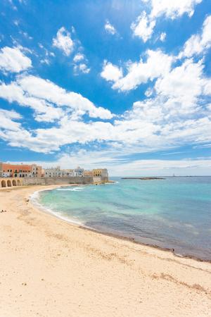 Gallipoli, Apulia, Italy - Impressive calmness at the lovely beach of Gallipoli Standard-Bild - 101519995