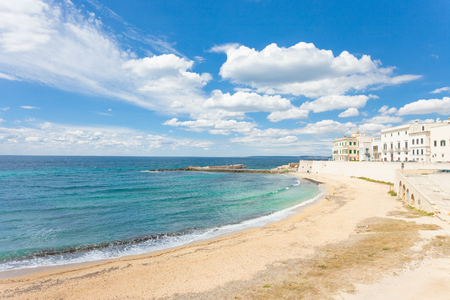 Gallipoli, Apulia, Italy - Sunshine at the broad beach of Gallipoli Standard-Bild - 101525244