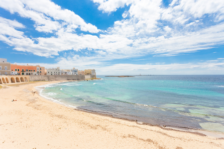 Gallipoli, Apulia, Italy - Relaxing at the beach of a middle aged city Standard-Bild - 101519996