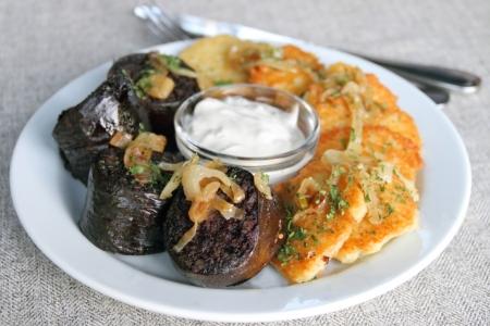 Kartoffelpuffer mit Blutwurst und Sauerrahm