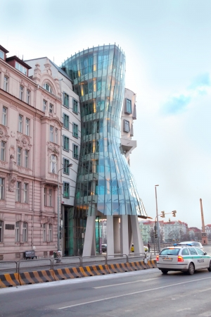 the dancing house: Bailando la construcci�n de viviendas en Praga, Rep�blica Checa Editorial