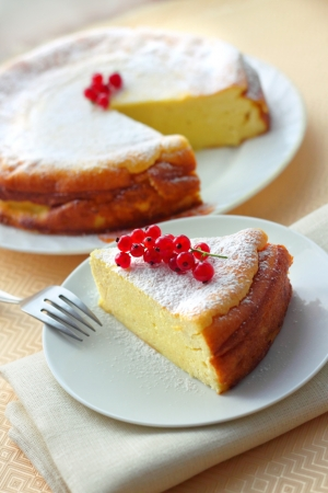 Cheesecake decorated with red currant