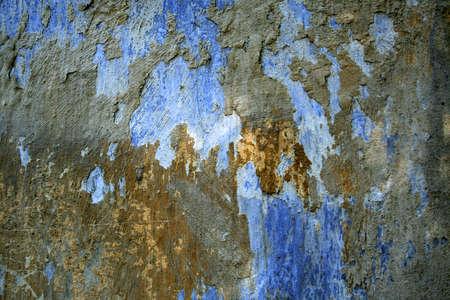 inmejorablemente: Vieja pared. Pedazos de una pintura en una superficie. Colores hermosos. Idealmente acercamientos para su uso.