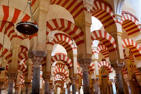 De Grote Moskee en de kathedraal Mezquita beroemde interieur in Cordoba, Spanje, Europa Stockfoto