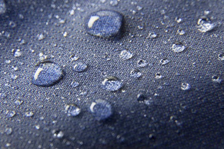 Blue waterproof membrane textile background with raindrops Standard-Bild