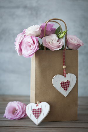 핑크 장미와 수제 마음 로맨틱 선물 - 빈티지 스타일