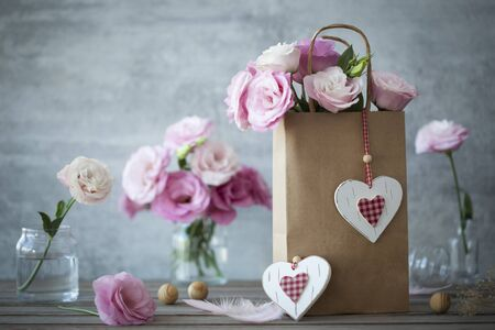 Wedding vintage background with pink flowers feathers and hearts Stockfoto