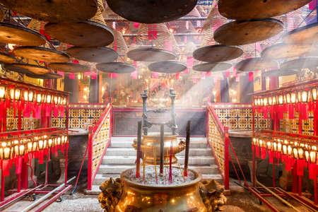 文武廟の内部、香港で有名な寺院の一つです。中国、アジア
