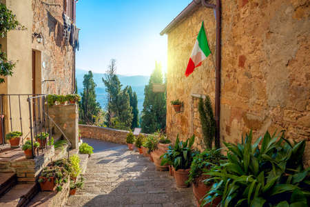 작은 오래 된 지중해 마을 - 아름 다운 터 스커 니 거리 Pienza, 이탈리아에서 스톡 콘텐츠
