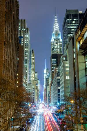 New York City 's nachts - 42nd Street met verkeer, lange blootstelling, NYC, USA