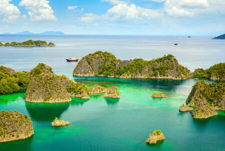 Picturesque place - paradise lagoon with islands and turquoise calm water, Raja Ampat, Papua, Indonesia. Reklamní fotografie