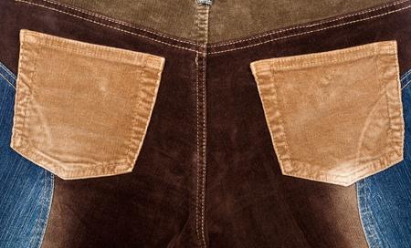 corduroy: Texture di tessuto di velluto a coste e jeans con tasche in velluto a coste beige Archivio Fotografico