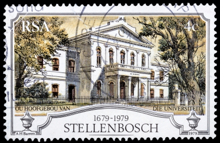 SOUTH AFRICA - CIRCA 1979: A stamp printed in South Africa shows image of the Stellenbosch university building, circa 1979 Imagens