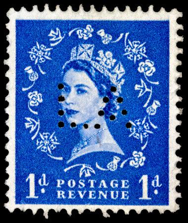 wilding: UNITED KINGDOM - CIRCA 1953: A postage stamp printed in the United Kingdom shows Queen Elizabeth by Dorothy Wilding on blue, circa 1953