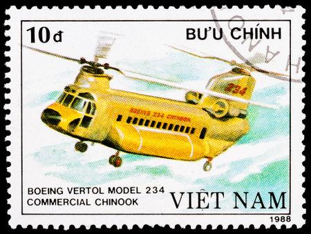 chinook: VIETNAM - CIRCA 1988: un francobollo stampato in Vietnam mostra Boeing Vertol 234 commerciale elicottero Chinook, circa 1988
