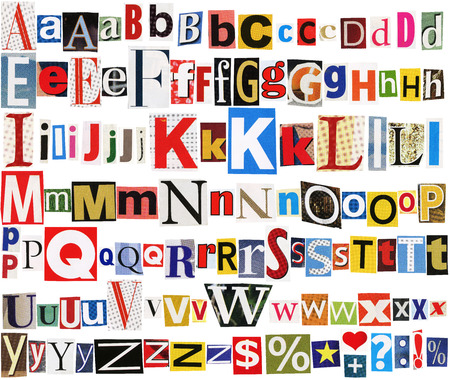 abecedario: Tama�o grande colecci�n de peri�dicos coloridos, revistas cartas aislado en un fondo blanco Foto de archivo