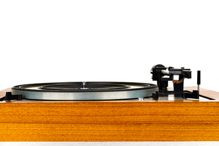 Close up of vintage turntable vinyl record player isolated on white. Wooden plinth. Retro audio equipment. Banque d'images