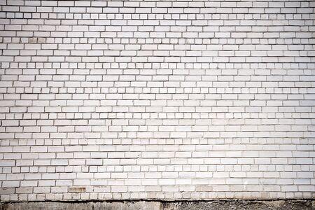 Stary biały ceglany mur tekstura tło. Ten rodzaj cegieł jest bardzo powszechny w krajach postsowieckich.