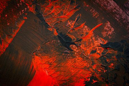 Schwarzer und roter handgemalter Acrylhintergrund. Grunge-Acryl-Textur mit gemalten Punkten und Pinselstrichen.